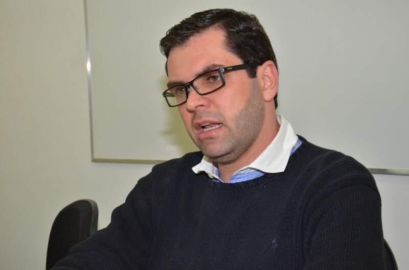 Coimbra fala das decisões após novas denúncias (Foto: Vanderlei Aparecido)
