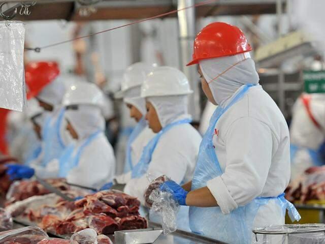 Operação Carne Fraca paralisou atividades em frigoríficos em março. (Foto: Fiems)