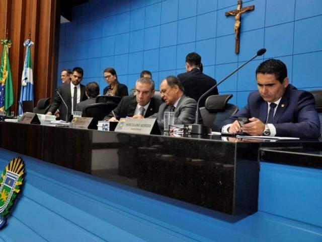 Deputados aprovaram projetos na sessão desta quinta-feira (Foto: Luciana Nassar/ALMS)