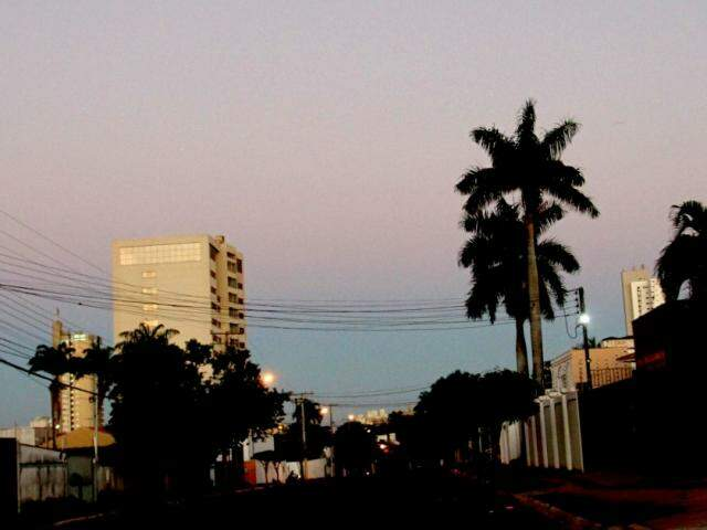 No Jardim dos Estados céu amanheceu claro e sem nuvens (Foto Saul Schramm)