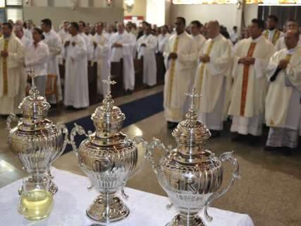 Missa renova votos dos padres e dá início às celebrações de Páscoa