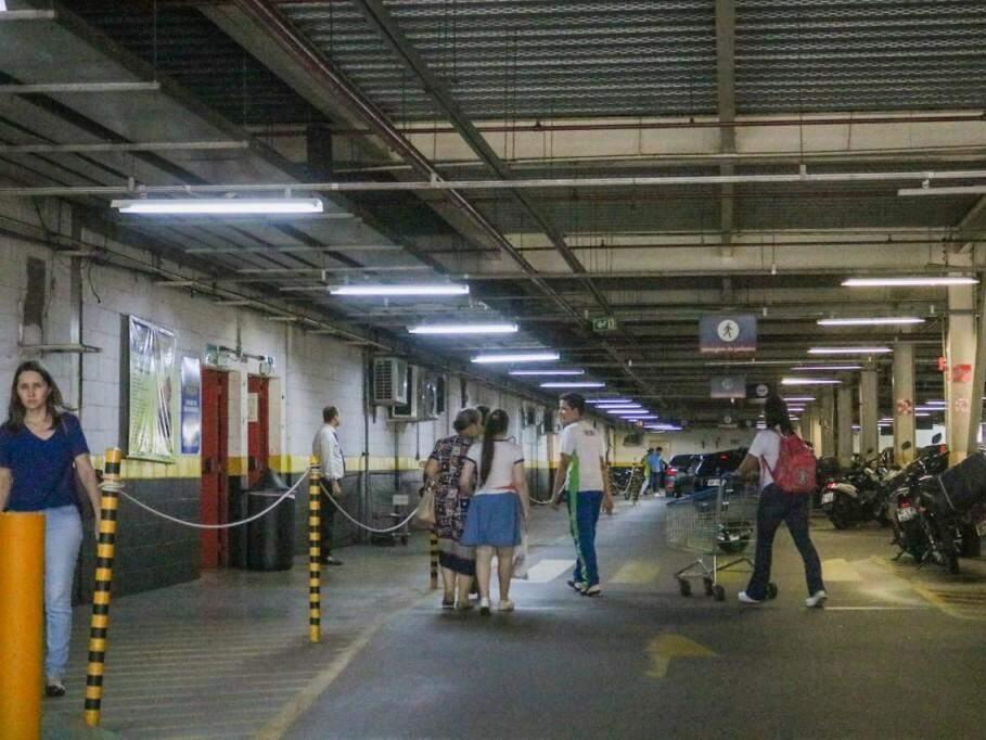 Movimento no estacionamento (Foto: Marcos Maluf)