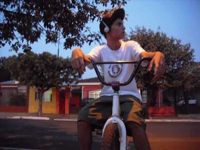 Felipe também amava andar de bicicletas. (Foto: Arquivo Pessoal)