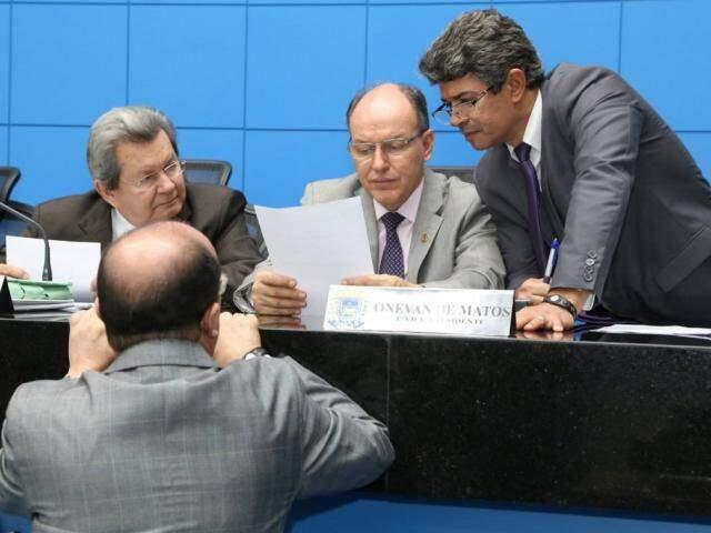 Deputados Onevan de Matos (PSDB), Junior Mochi (MDB), Rinaldo Modesto (PSDB) e José Carlos Barbosa (DEM), durante sessão (Foto: Victor Chileno/ALMS)