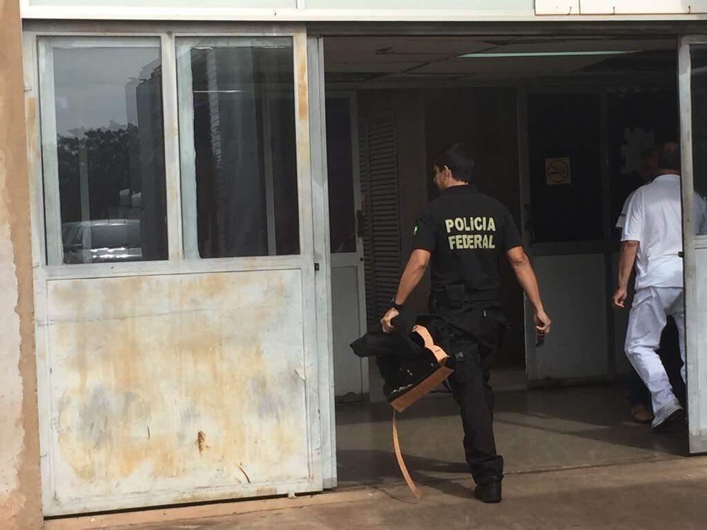 Policial federal no HR na manhã desta quinta-feira (Foto: Bruna Kaspary)
