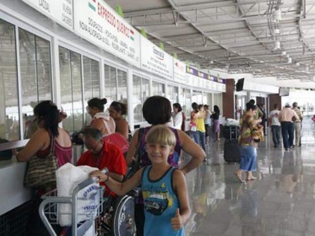 Passageiros em guichês de empresas que operam linhas de ônibus intermunicipais (Foto: Edemir Rodrigues (Arquivo/Subcom)