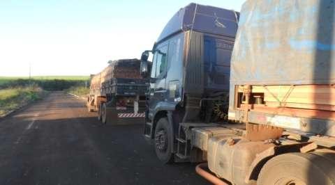 PMA e Polícia Civil apreendem carga ilegal de madeira e multam empresas
