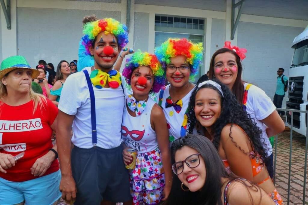 Família carioca curtiu o cordão.  (Foto: Henrique Kawaminami)