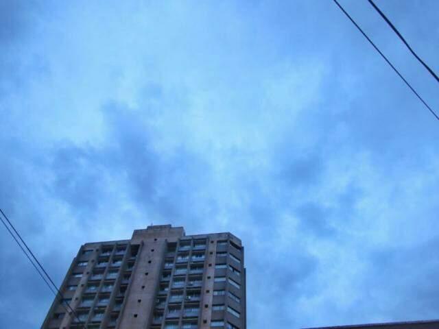 Apesar das poucas nuvens hoje de manhã, sol predomina ao longo do dia na Capital (Foto: André Bittar)