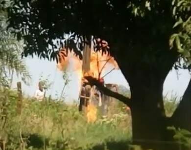 Índios ateiam fogo em padrão de energia de sítio em área de conflito (Foto: Direto das Ruas)
