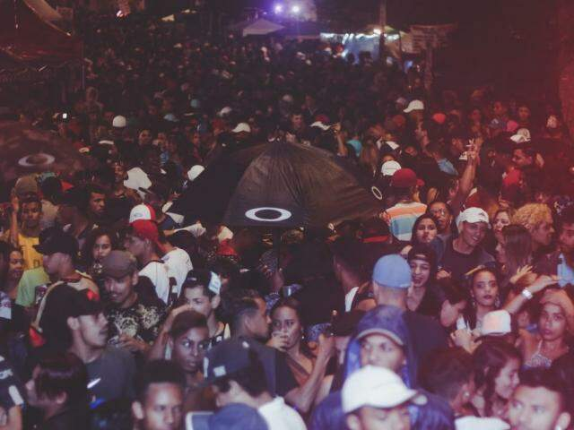 Baile funk na Quermesse do Morro, em Taboão da Sera (SP). (Foto: Jeferson Delgado // Portal KondZilla)