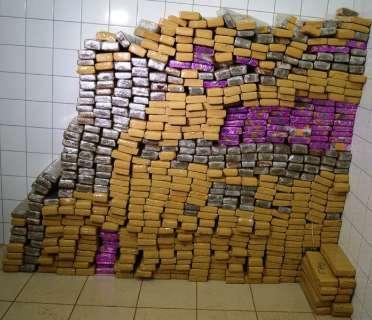 Polícia apreende 580 quilos de maconha e prende 5 em rodovia