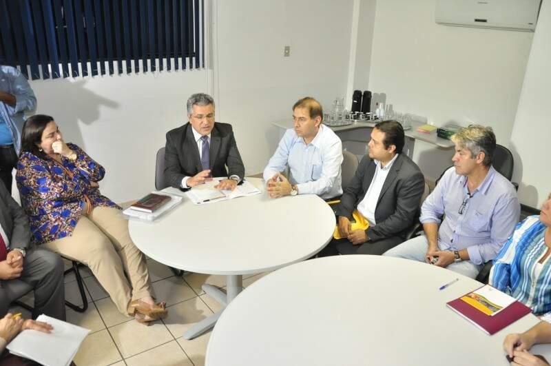 Secretária estadual de saúde Dobashi, ministro Padilha, prefeito Bernal, secretário municipal de saúde Ivandro, e vereador Marcos Alex participaram da reunião (Foto: João Garrigó)