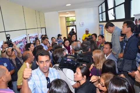 Bernal recebe grupo e professores desocupam prédio da Prefeitura