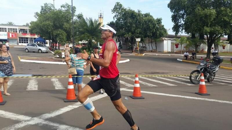 A meta do ultramaratonista é concluir o percurso de mais de 422 Km em 10 dias.(Foto: Reprodução Facebook)