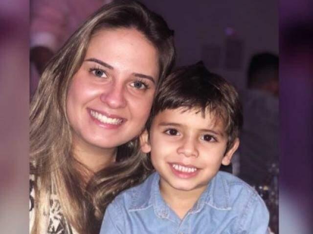 Manuela e o filho Arthur, de 5 anos. (Foto: Arquivo pessoal)