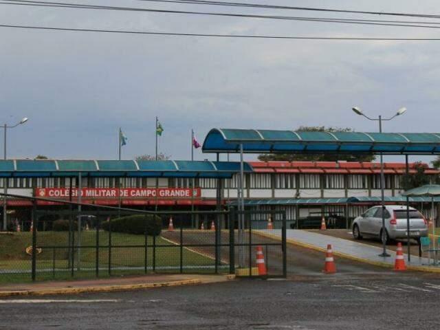 Colégio Militar fica na Coophatrabalho e é conhecido por regras rígidas. (Foto: Marina Pacheco)