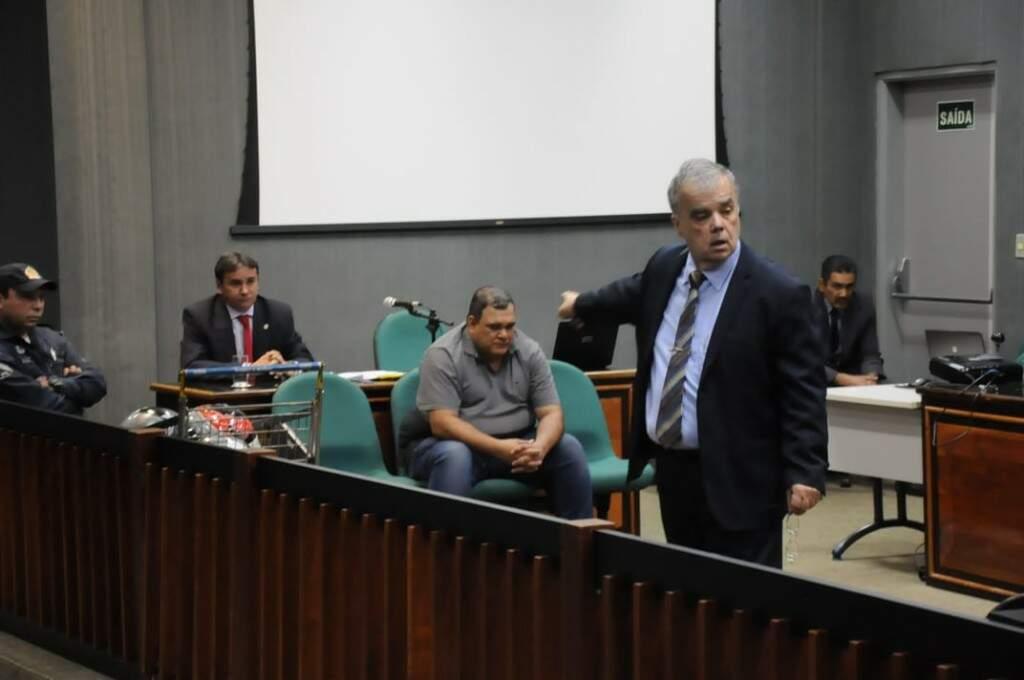 Defesa durante julgamento na tarde desta quarta (29), no Tribunal do Júri. (Foto: Paulo Francis)