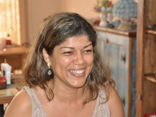 Adriane diz que hábito é uma exposição às cegas. (Foto: Marcelo Calazans)