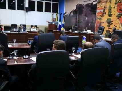 Câmara rejeita relatórios e mantêm processos para cassar vereadores