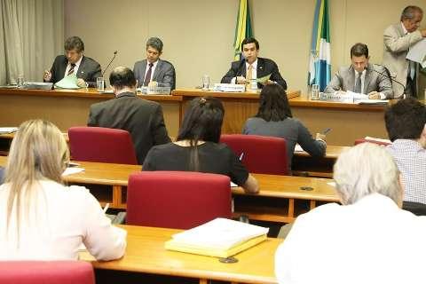 Deputados reclamam de vetos a projetos, mas governo alega vícios de lei