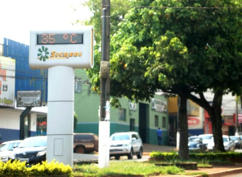 Termômetro marcava 35 graus às 14h30, mas sensação de calor chega aos 40ºC (Foto: Helio de Freitas)