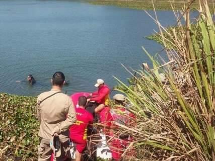 Após mergulho em lago, busca por irmãos desaparecidos é suspensa