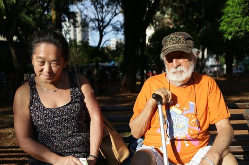 Tieko e o esposo foram se vacinar antes de seguir para trabalho. (Foto: Fernando Antunes)