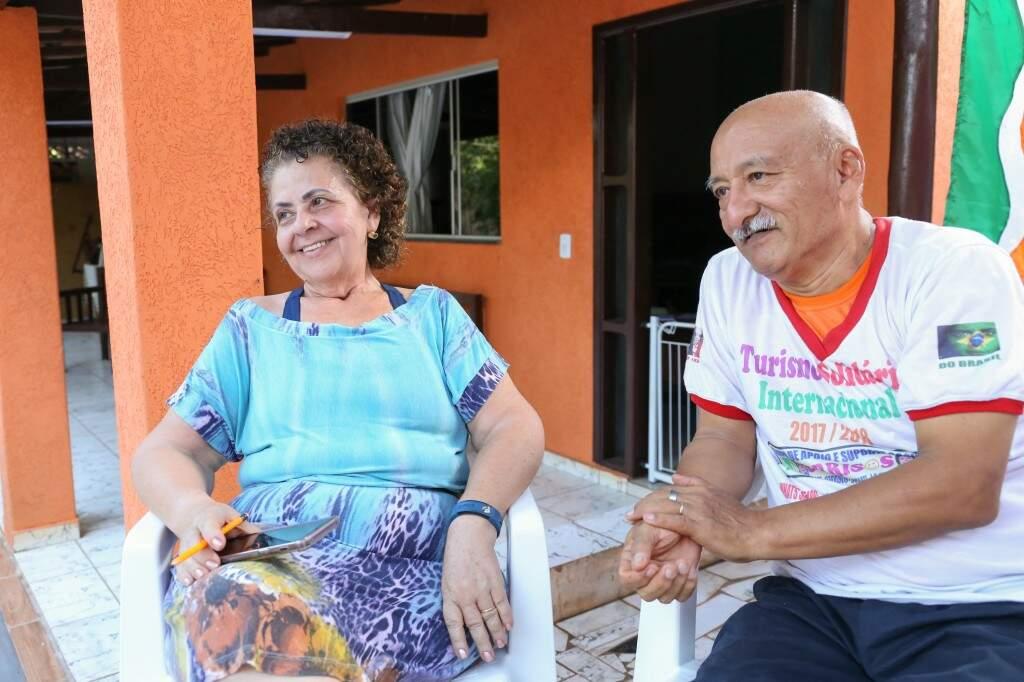 Nadir e José se conheceram por um site de relacionamentos na internet e estão casados desde 2014. (Foto: Paulo Francis)