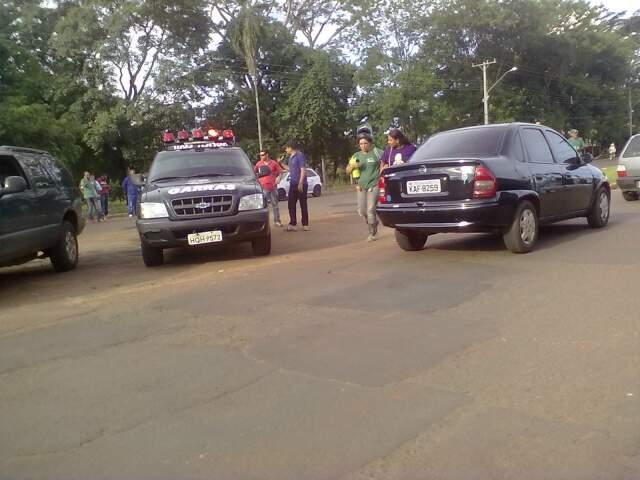 Leitor registrou movimento policial e encaminhou fotos à redação. (Foto: Rafael Alfonso)