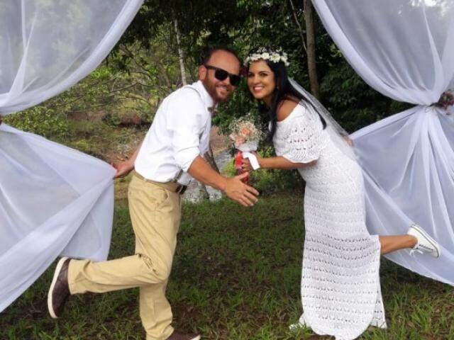 Andrea e Alexandre se conheceram fazendo trilha e casaram em Furnas do Dionísio (Foto: Elza Solange/arquivo pessoal)