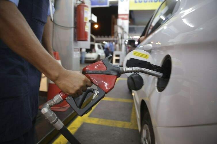 Após receber sugestões, ANP vai definir regras sobre reajuste de combustíveis