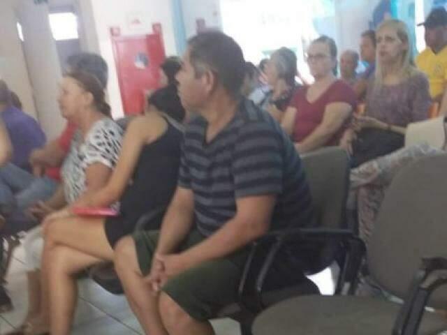 Pacientes aguardam atendimento na UPA Leblon (Foto: Direto das Ruas)