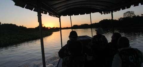 Passo do Lontra quer impedir fluxo de grandes barcos no Miranda