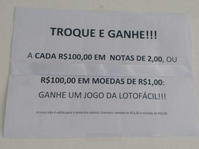 Na avenida Mato Grosso, lotérica oferece jogo da Loto Fácil na troca de moedas. (Foto: Renata Volpe)