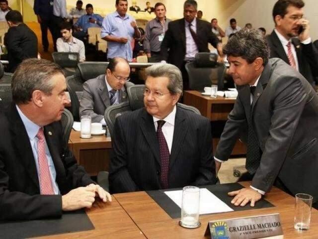 Deputados Paulo Corrêa (PSDB), Onevan de Matos (PSDB) e Rinaldo Modesto (PSDB), na Assembleia (Foto: Victor Chileno/ALMS)