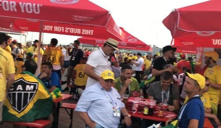 Torcida brasileira chegando em grande número ao estádio da estreia do Brasil na Copa do Mundo de 2018 (Foto: Paulo Nonato de Souza)