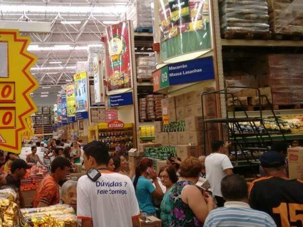 Hipermercados, supermercados, produtos alimentícios, bebidas e fumo,tiveram queda de 0,9% nas vendas, pelo terceiro mês consecutivo (Foto: Caroline Maldonado)