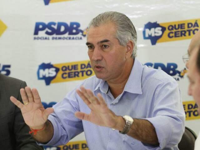 Governador do Estado, Reinaldo Azambuja, em discurso durante ato do PSDB. (Foto: Saul Schramm).
