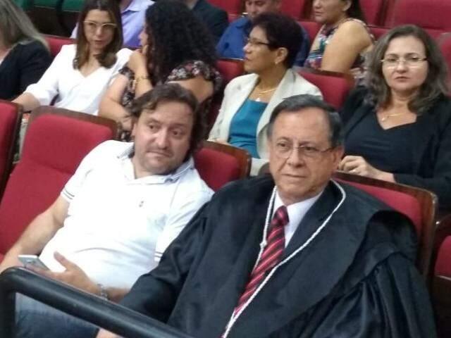 Presidente do Podemos, Sertão (na primeira fileira, de branco), acompanhou julgamento, assim como Cida Amaral (segunda da direita para a esquerda na segunda fileira). (Foto: Humberto Marques)