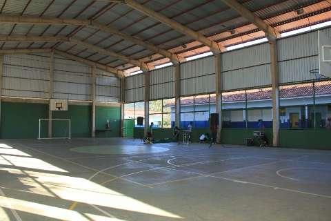Quilombola em Jaraguari recebe quadra coberta e casas populares