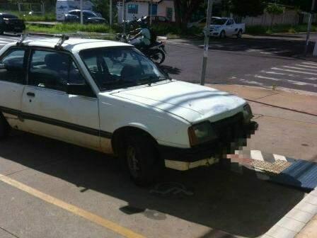 Todos os veículos estacionados em vaga para idoso ou deficiente devem ser cadastrados e devidamente identificados com o cartão. (Foto: Direto das ruas)
