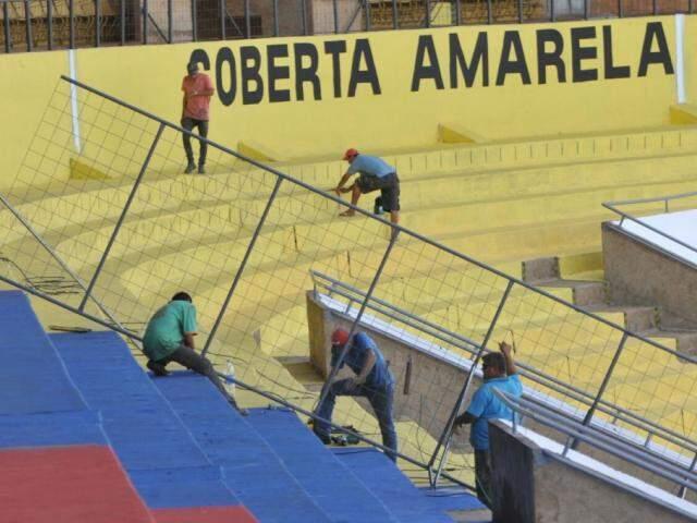 Morenão em obras, no começo deste ano, antes do início das competições de futebol (Foto: Alcides Neto / Arquivo)