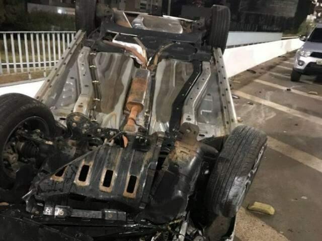 Veículo foi retirado antes do início da manhã e como não vitimou pessoas, não foi registrado na Polícia Civil. (Foto: Direto das Ruas)