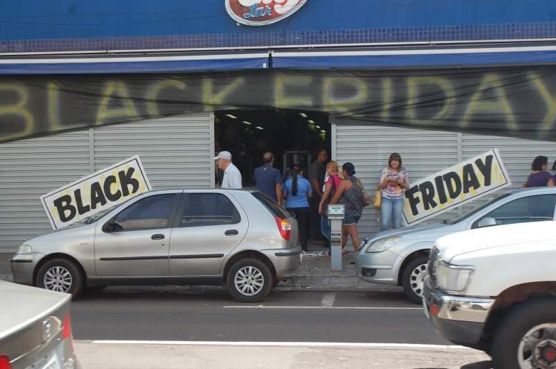 Teve loja que fez o que pode para chamar atenção do consumidor. (Pedro Peralta)