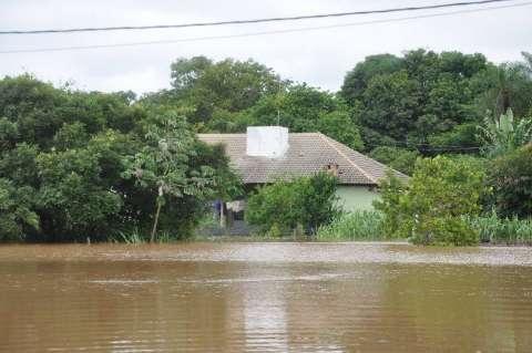 Rio Aquidauana continua subindo e Defesa Civil remaneja 18 famílias