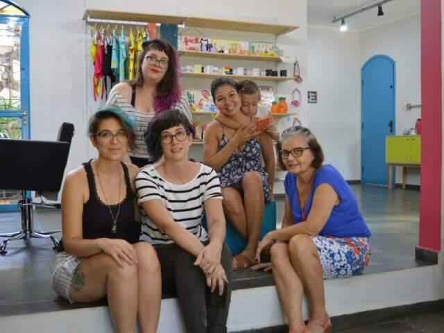 Amigas que se uniram e criaram um espaço para trabalhos autorais, de um jeito autêntico. (Foto: Thailla Torres)