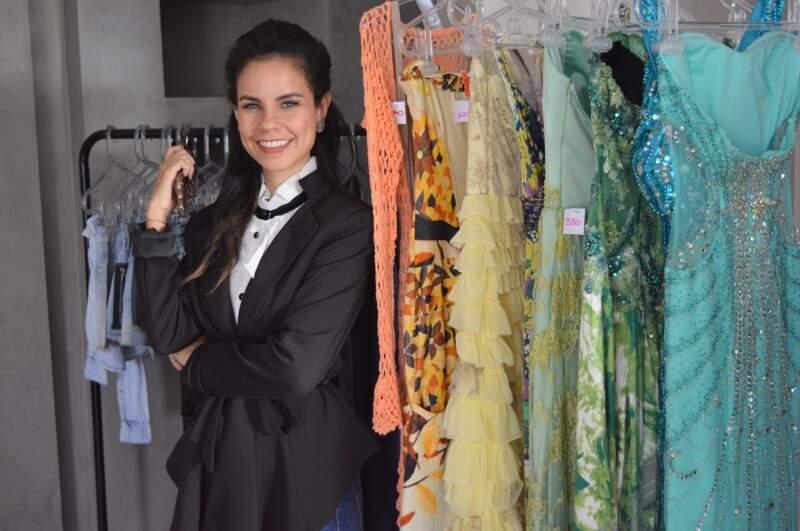 Lívia é fashionista e resolveu desapegar de roupas para as magrinhas. (Fotos: Thailla Torres)