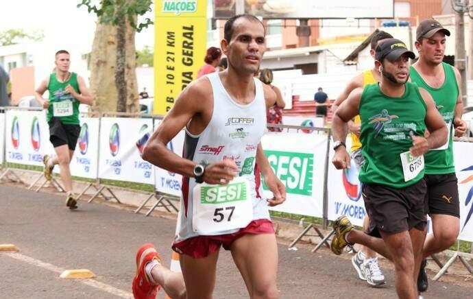 Com fadiga muscular e sem indicação da Federação de Atletismo, Vilmar Roberto Dias ficará de fora da São Silvestre de 2017 (Foto: Gustavo Arakaki)