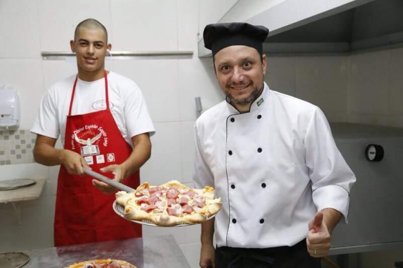 Economista levou a vivência no turismo para as pizzas. (Foto: Gerson Walber)